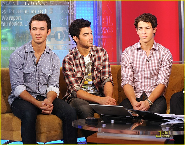 jonas-brothers-fox-friends-01.jpg