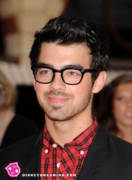 Joe-Jonas-Twilight-Premiere.jpg