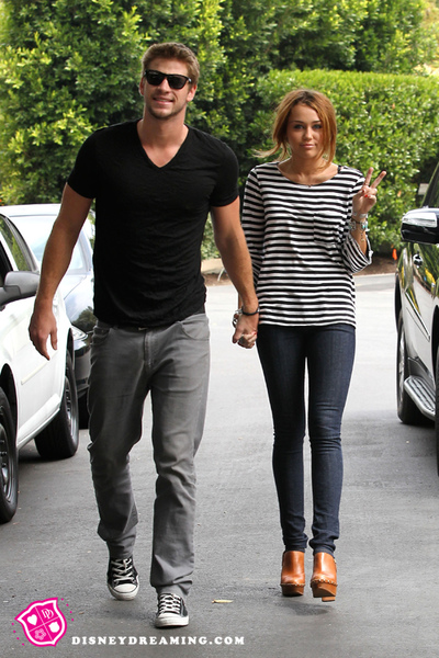 miley-cyrus-liam-hemsworth-walk.jpg