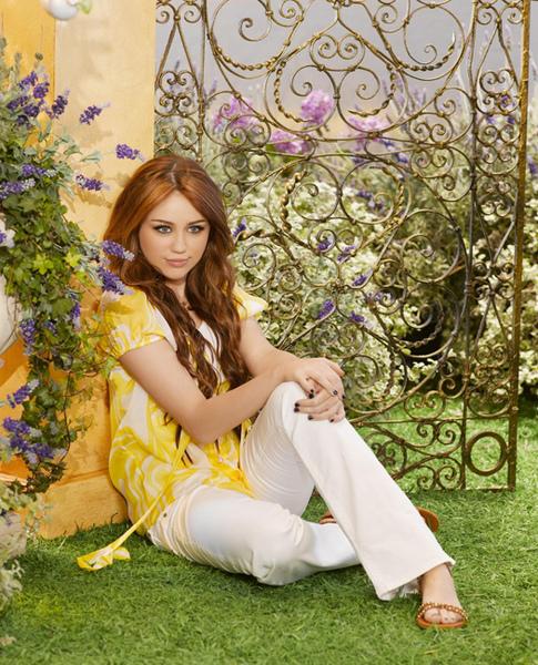 Hannah-Montana-Forever-7.jpg