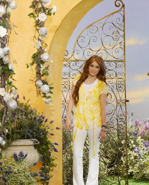 Hannah-Montana-Forever-5.jpg