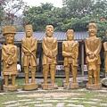 大型木雕人像(淨空版)大玩50連拍的地點XDD
