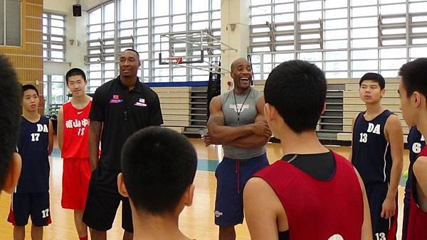 NBA球星與南山高中及大安國中球員交流指導