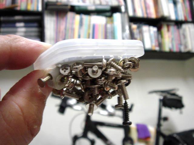 可以吸的住一堆螺絲釘的超強磁力!.jpg