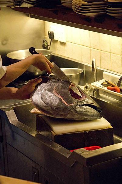 處理鮪魚頭