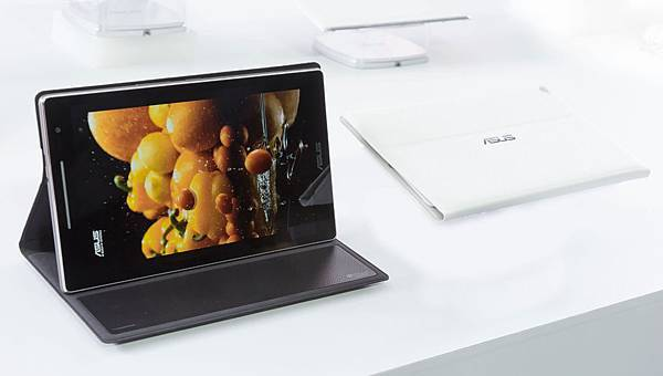 華碩除推出ZenPad系列新品外,更推出全球首創可提供環繞音效的5.1聲道環繞音響皮套(Audio Cover),搭配ZenPad 8,0成為追...