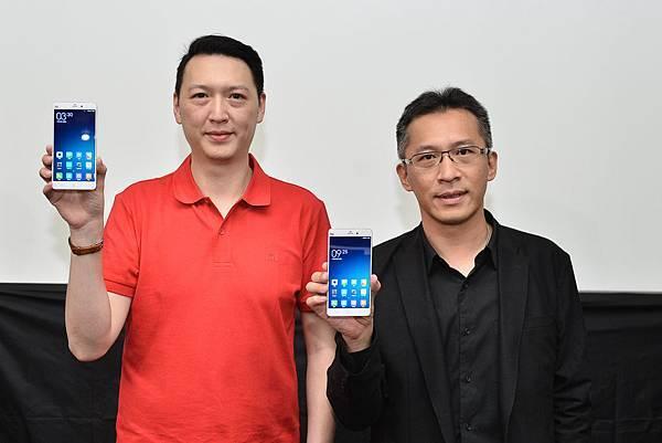 小米Note於遠傳電信獨家開賣。圖左-小米台灣業務總監李佳峰、右-遠傳電信行動裝置管理處副總經理 趙憶南