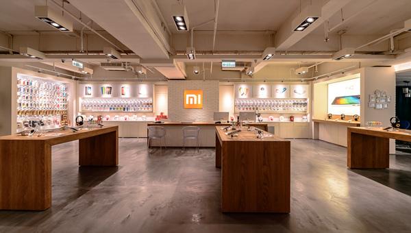 約70坪的台北小米之家,分有產品體驗區、配件展示區、米粉文化交流區與米粉手繪牆、智慧家庭體驗區等,打造工業科技與人文情懷的深度融合