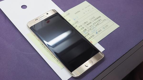 S6 edge plus 開箱、全機包膜、滿版保護貼-5