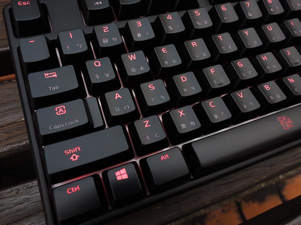 Tt  RGB 機械式電競鍵盤-225