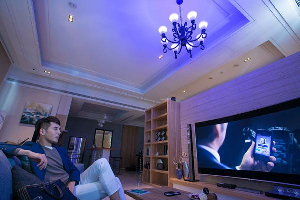 居家空間透過預先設定 可依據不同時間情境自動調整適合的氣氛燈光
