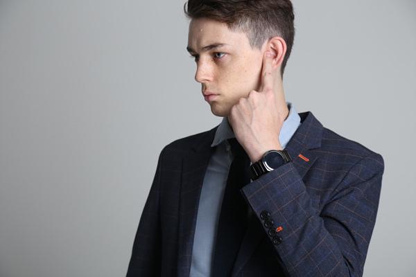 TipTalk是一項全新使用體驗的通訊技術,使用者只要將手指放在耳朵旁,就可清晰聽到來自智慧裝置的聲音