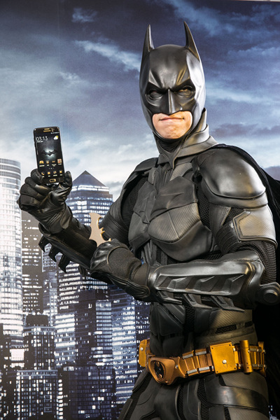 三星電子今日宣布與華納兄弟互動娛樂)及DC漫畫共同合作,聯手打造最新旗艦「Galaxy S7 edge Injustice Edition限量款」