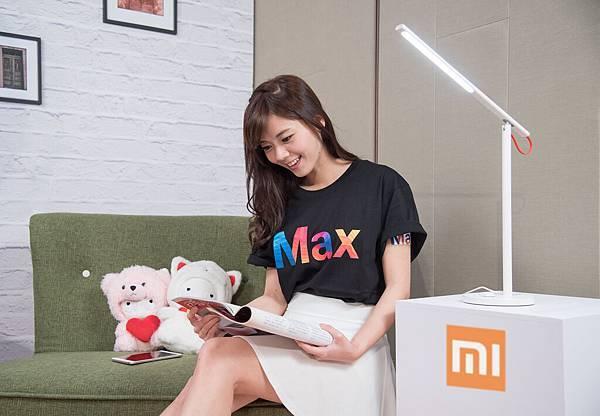 小米台灣今發佈米家LED智慧檯燈,採用一字型全鋁材質燈臂,極簡設計、極美外觀,主打無可視頻閃、光源穩定、光線均勻、無紫外線的護眼功能,售價995...