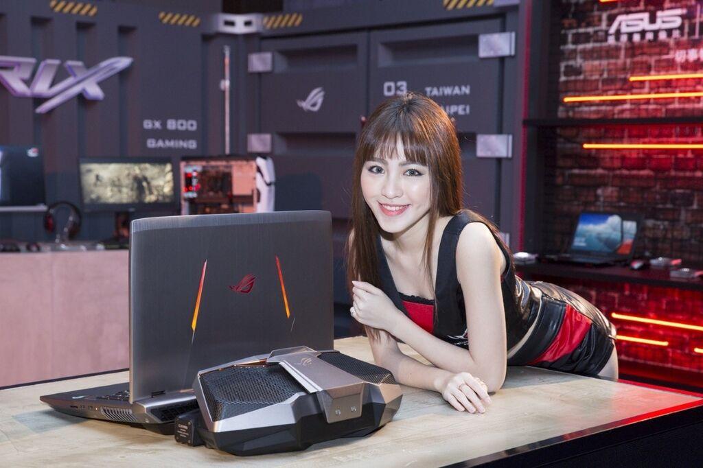 thumbnail_全球首款提供真實4K UHD超高畫質的18吋電競筆電「ROG GX800」配備2-way SLI配置的NVIDIA GeForce GTX 1080顯卡,內建NVIDIA G-SYNC顯示技術,呈現疾速順暢、不閃爍的遊戲畫面。