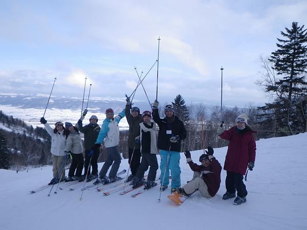 以下因為媽媽說要看滑雪照,所以借放一下學長拍的