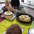 咖哩下午有事,但上午專程來弄蛋糕