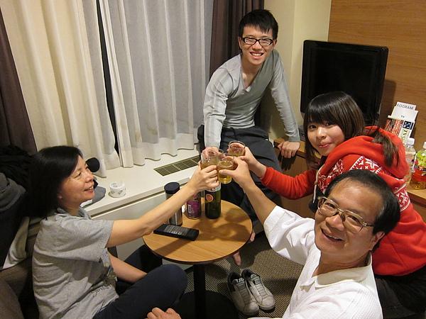 回旅館全家一起喝梅酒
