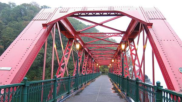 雨中的鐵橋