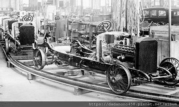 Mercedes-Benz-History-Factory-Lineup1