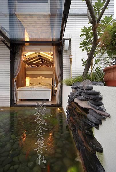 主臥室與戶外露台水池