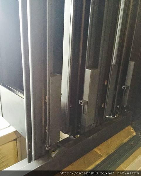 內湖陽台折門