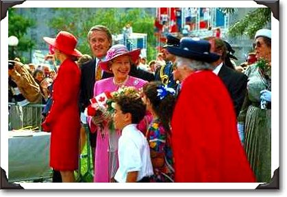 00Queen%20Elizabeth%20and%20Prime%20Minister%20Mulroney,%20Confederation%20Park.jpg