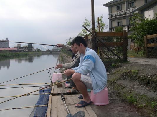大好親水河畔民宿-釣魚平台釣鯽魚去