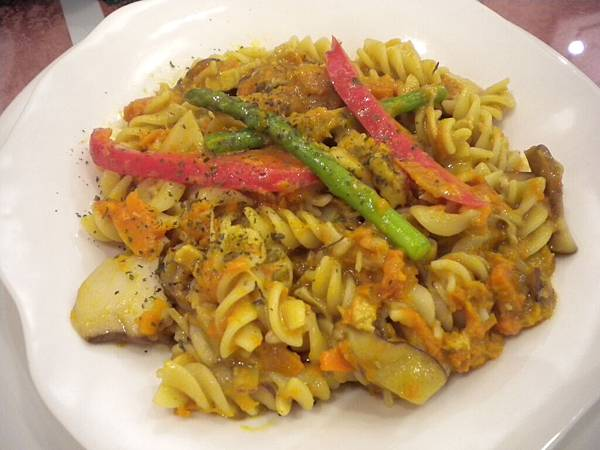 南瓜起司義大利麵 Fusilli with pumpkin, red pepper and asparagus