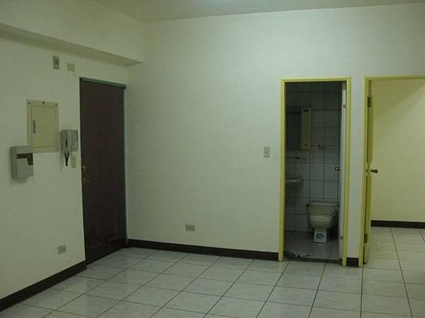 施工前大門與玄關.JPG