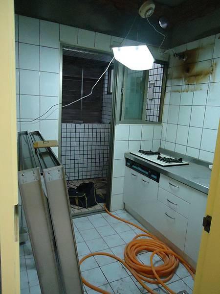 施工前廚房.JPG