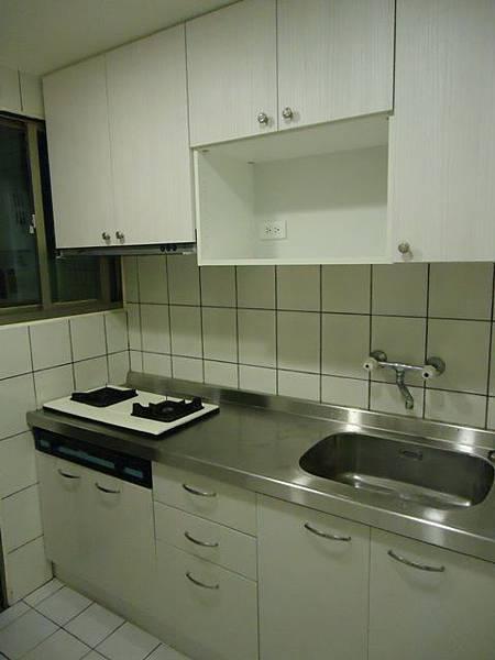 施工後廚房.jpg