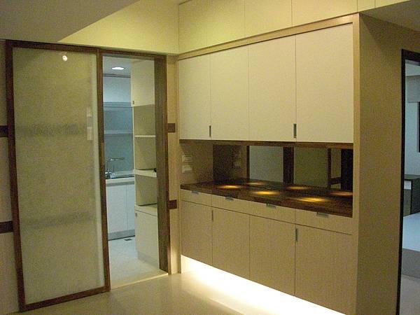 廚房隱藏拉門2.JPG