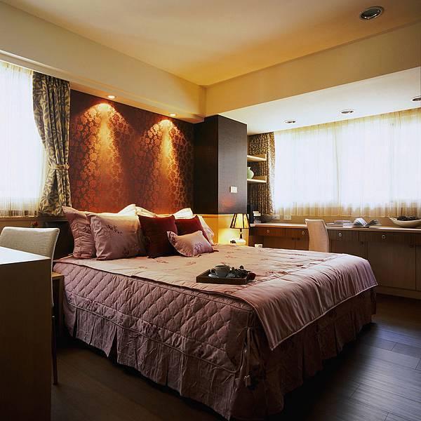 適度的光源與合宜的空間配置,給人臥室舒眠的無壓放鬆感