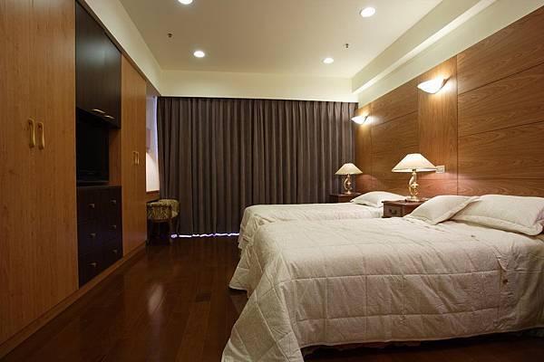 臥房中沒有太多過度的設計,給屋主最簡單最自然的睡眠休憩空間