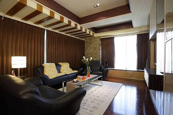 具有透視感的客廳主體一直收歸到端景前,精準地拿捏品味與設計之間