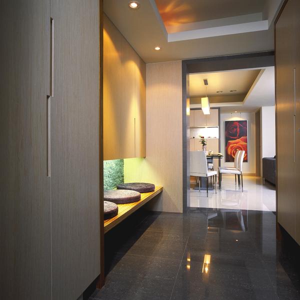 從公共場域進入私人空間的廊道,散發日式禪境的湯屋飯店氛圍