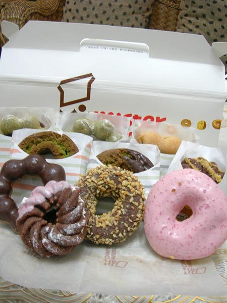 是馬麻特地去買的甜甜圈