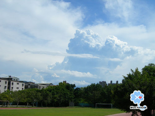 清江操場美麗的雲