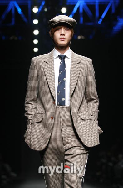 金俊、金賢重 2009/03/26日走秀