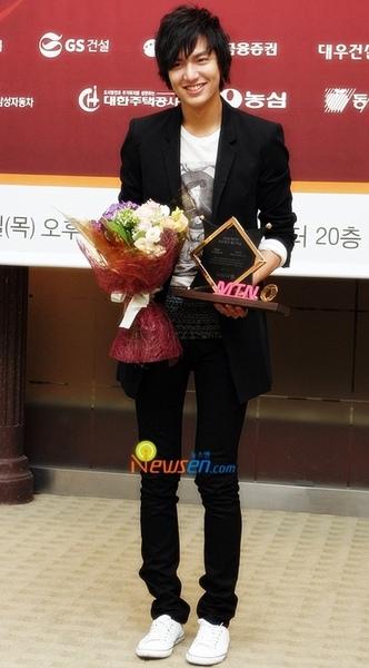 李敏鎬榮獲最佳廣告模特獎