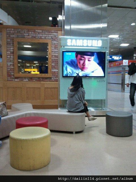 부산 기차역에서 기다리 때..在釜山火車站等車