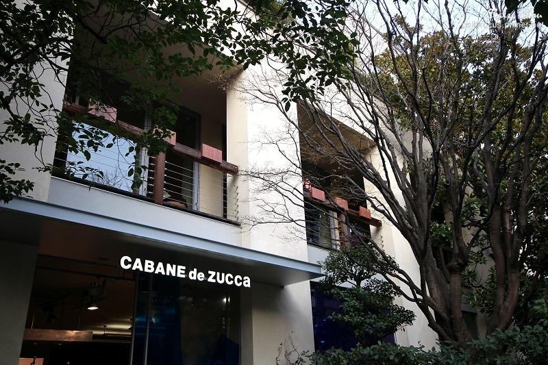 二樓的立食陽台但一樓服裝店的招牌避不掉.jpg