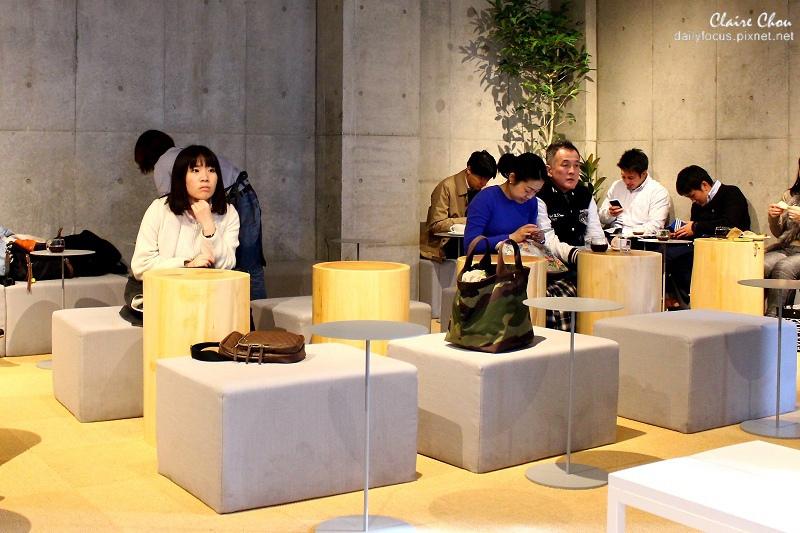 青山店的座位形式較為多元而彈性.jpg