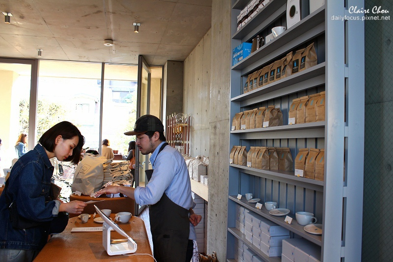 青山店針對買豆子或周邊商品的客人另設專櫃以便詳細解說.jpg