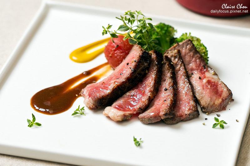 明園西餐廳-現煎鐵板區牛排-1.jpg