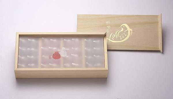 木盒內的襯紙.jpg