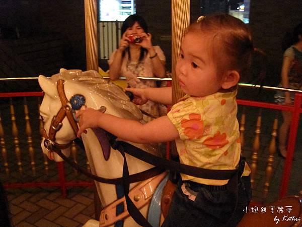 [1Y9M26D]「騎馬」小妞說。