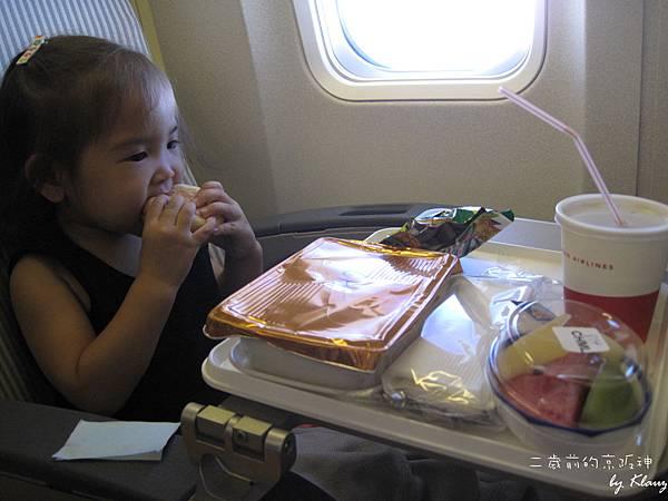 [1Y10M25D]有包包、餅乾、熱食、水果、跟果汁