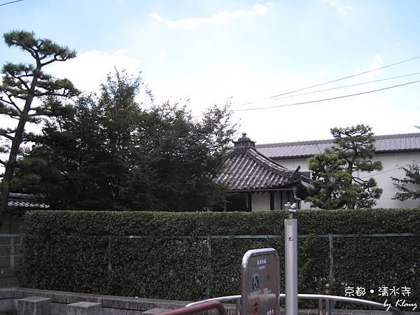 京都的路旁就充滿古味.jpg